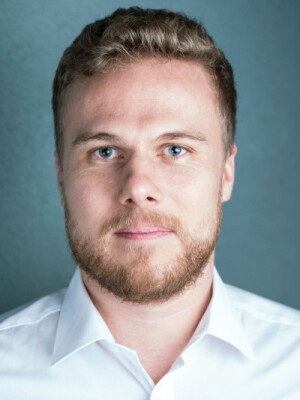 Headshot of Jonathan Hesselbarth